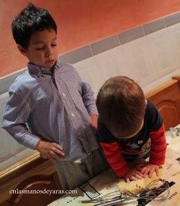 Me resulta difícil hacerles entender que la masa de galletas no hay que amasarla mucho...