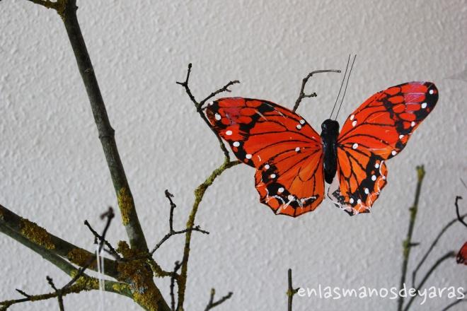 mariposa en árbol salón