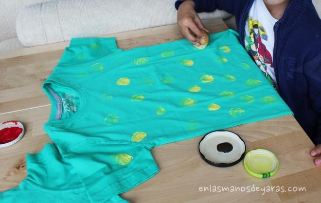 pintando camiseta